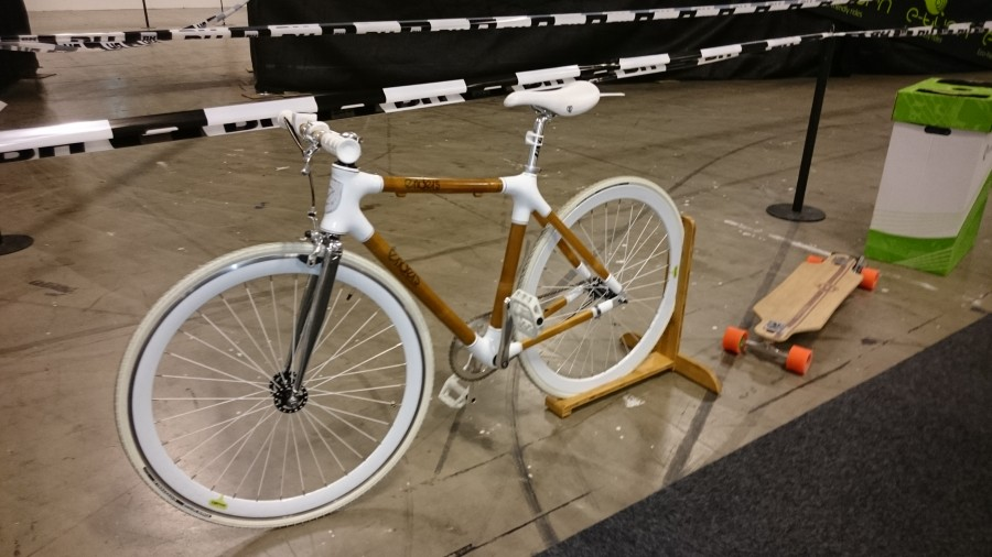 Cykel med ram av bambu